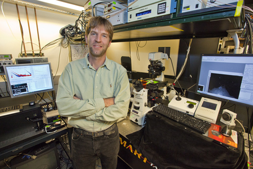 Jay Groves is a chemist who holds appointments with Berkeley Lab, UC Berkeley and HHMI. (Photo by Roy Kaltschmidt)