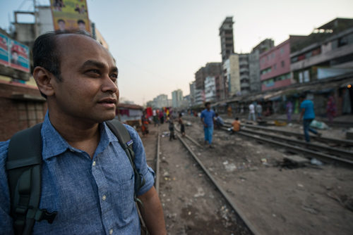 MSU researcher Monir Moniruzzaman visits a slum in Dhaka, Bangladesh. Moniruzzaman said many poor, desperate villagers are being exploited to sell an organ to wealthy donors. Photo by Kurt Stepnitz