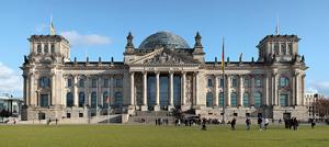 Reichstagsgebäude von Westen. Author: Matthew Field (Image source: Wikipedia)