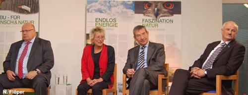 Peter Altmaier (CDU), Eva Bulling-Schröter (Die Linke), Christian Ruck (CSU) und NABU-Präsident Olaf Tschimpke (v.l.n.r.) bewerteten die Energiewende sehr unterschiedlich. Image credit: NABU.de