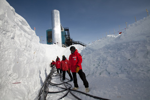 Members of the IceCube Collaboration pull cables to connect light sensors deployed in subsurface ice to the IceCube Lab's servers in December 2010. Image credit: Freija Descamps, IceCube/NSF