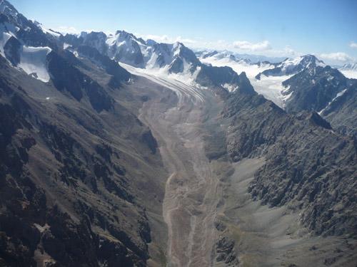 Eisabschmelzungen destabilisieren Bergflanken und Hangfußlagen, Ala Archa Nationalpark in Kirgisien. (Image copyright: Hermann Häusler)