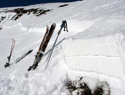Ein Schneeprofil an der Anrisskante. (Foto credit: Lawinenwarndienst Tirol)