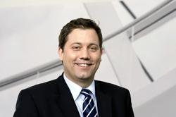 Lars Klingbeil vertritt seit der Bundestagswahl 2009 den Wahlkreis Rotenburg I – Heidekreis im Bundestag. Er ist netzpolitischer Sprecher der SPD-Fraktion und Mitglied im Verteidigungsausschuss. Image source: Lars-klingbeil.de