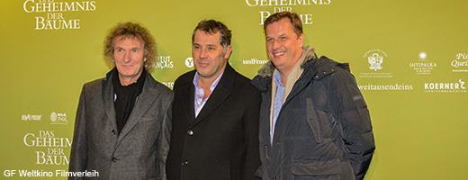 Michael Kölmel (link) und Dietmar Güntsche (rechts) vom GF Weltkino Filmverleih mit Luc Jacquet bei der Premiere in Berlin Mitte Dezember. Image credit: NABU.de
