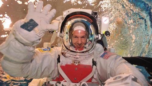 Reise ins All: Astronaut Alexander Gerst beim Training. Image credit: DLR