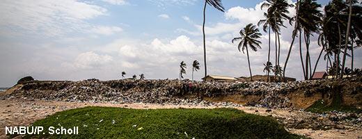 Die Strände in Ghana gleichen Müllhalden. Image credit: NABU.de