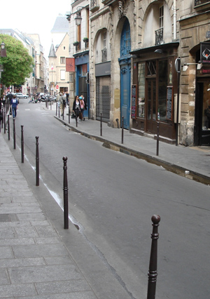 Rue Vieille du Temple today. This is the spot on rue Vieille du Temple in today's Paris where Duke Louis of Orleans was killed in 1407. Image credit: University of California