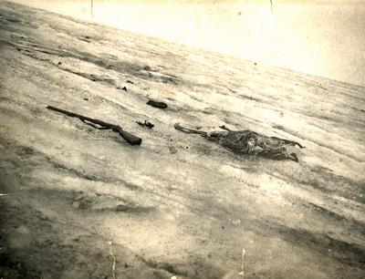 Originalfoto aus dem Jahr 1929 vom Fund der Gletscherleiche des Wilderers Norbert Mattersberger vom Gradetzkees in Osttirol. (Foto credit: Harald Stadler)