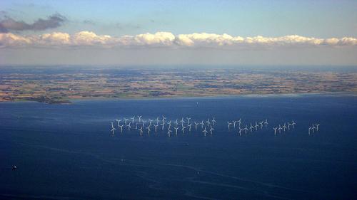 Offshore-Windkraft ist ein wichtiger Beitrag zum Klimaschutz - Gleichzeitig birgt der zunehmende Ausbau der Windparks auch Risiken für die Meeresnatur. Image credit: Tomasz Sienicki (Source: Wikipedia)