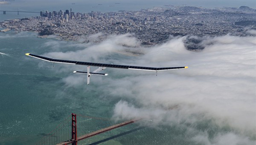Erster SolarImpulse-Prototyp HB-SIA über San Francisco. Image credit: DLR