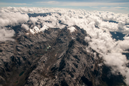 A tropical glacier in Papua New Guinea. Image credit: Paul Warren and Lonnie Thompson