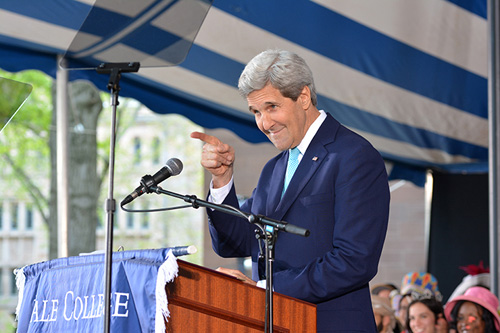 John Kerry points to the students from Jonathan Edwards College after making a quip about the residential college's greatness. (Photo by Michael Marsland)