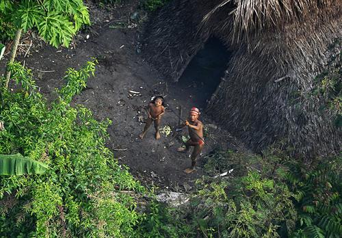 Members of Uncontacted Brazilian Tribe. Image credit: Gleilson Miranda/Secretaria de Comunicação do Estado do Acre (Source: Wikipedia)