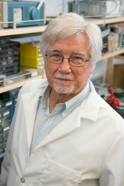 V. Reggie Edgerton in lab. Edgerton is a distinguished professor of integrative biology and physiology, neurobiology, and neurosurgery at UCLA. Image credit: University of California