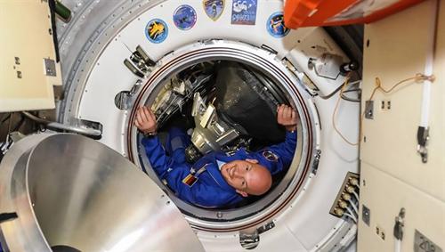 """Die Mission """"Blue Dot"""" von Alexander Gerst läuft vom 28. Mai bis zum 11. November 2014. Während seiner Zeit auf der Internationalen Raumstation ISS wird Gerst Experimente unter anderem aus dem Bereich Raumfahrtmedizin, Materialwissenschaft und Strahlenbiologie durchführen. Image credit: NASA/ESA"""