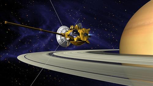 Das Cassini-Raumschiff schwenkt in einen Orbit um Saturn ein. Image credit: NASA