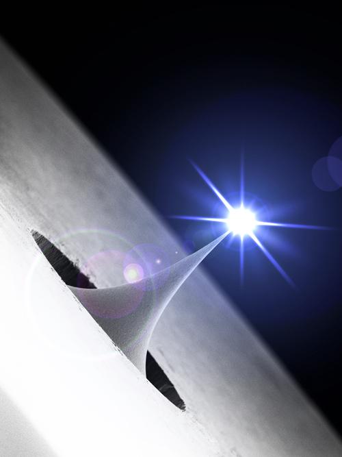 Die ultrakurzen Elektronenpulse für die Untersuchung molekularer Filme werden mit Laserlicht am Ende einer nanoskopisch kleinen Metallspitze erzeugt. Das Bild zeigt eine elektronenmikroskopische Aufnahme. Image credit: © Universität Göttingen