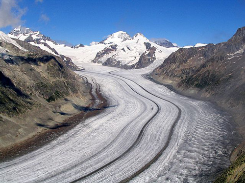 The Aletsch Glacier, the largest glacier of the Alps, in Switzerland. Photo credit: Dirk Beyer (Source: Wikipedia)