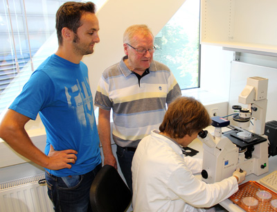 Institutsleiter Klaus Bister (mi.) mit Eduard Stefan (li.) und Markus Hartl (re.). Image credit: Universität Innsbruck