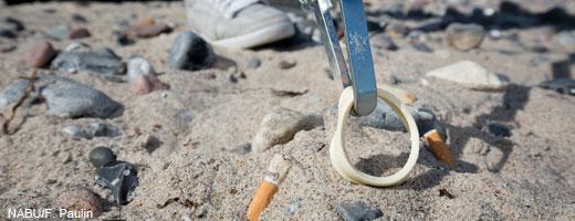 Plastikmüll ist eine Bedrohung für viele Meerestiere wie Robben oder Seevögel, weil sie sich darin verfangen oder daran ersticken können. Image credit: NABU.de