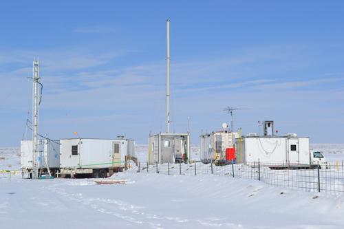 Im Feldlabor werden die Daten der Uintah Basin Winter Ozone Study im Jahr 2013 analysiert. Photo credit: Steven Brown, NOAA ESRL