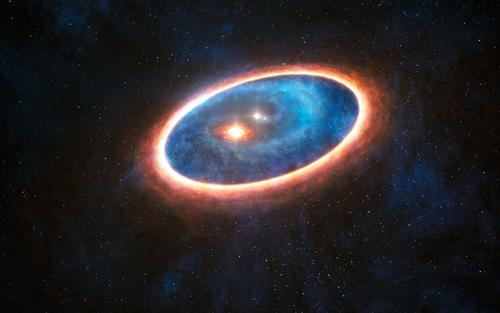 Diese künstlerische Darstellung zeigt den Staub und das Gas um das Doppelsternsystem GG Tauri-A. Wissenschaftler haben mit ALMA in der Region zwischen den zwei Scheiben dieses Systems Gas gefunden. Dies könnte es Planeten erlauben in dem gravitativ gestörten Umfeld des Doppelsternsystems zu entstehen. Die Hälfte aller sonnenähnlichen Sterne werden in Doppelsternsystemen geboren, was zur Folge hat, dass diese neuen Befunde massive Auswirkungen auf die Exoplanetensuche haben werden. Image credit: ESO/L. Calçada