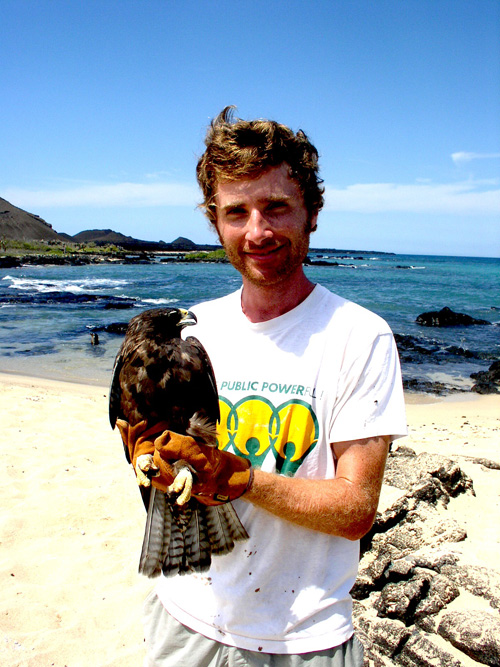 Noah Whiteman with a Galápagos hawk. (Photo by Jenny Bollmer)