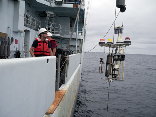 A McLane pump being deployed from R/V Thompson during the West Pacific GEOTRACES cruise in 2013 helped researchers gather small particles of organic matter to which mercury attaches and sinks to intermediate depths (100 to 1,000 meters) in the ocean. (Photo by Brett Longworth, Woods Hole Oceanographic Institution)