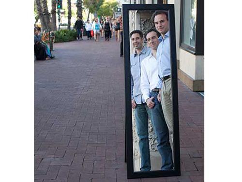 V.l.n.r.: Garrett Cole (Gründer), Christian Pawlu (Geschäftsführer) und Markus Aspelmeyer (Gründer), das Führungstrio von Crystalline Mirror Solutions. (Image copyright: Crystalline Mirror Solutions GmbH)
