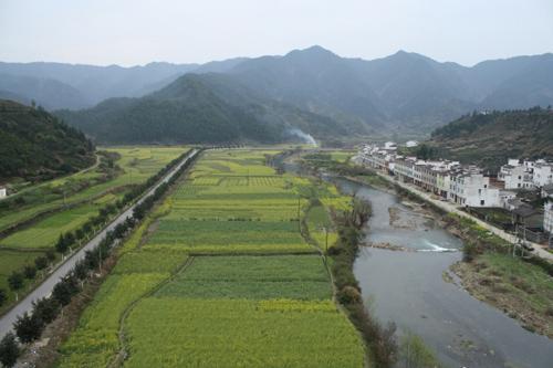 Einzugsgebiet des Jangtsekiang-Flusses, Südchina. Hier wird Wald gerodet, um Platz für Ackerland und Teeplantagen zu schaffen. Image credit: © M. Kuemmerlen
