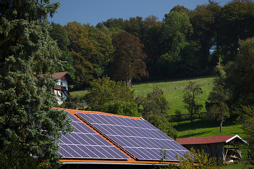 Home Solar Panels. Image credit: Jimmy Baikovicius (Source: Flickr, CC BY-SA 2.0)