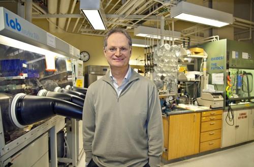 Berkeley Lab nanochemist and lab director Paul Alivisatos. (Photo by Roy Kaltschmidt/Berkeley Lab)