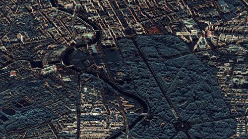 Auf dieser Radaraufnahme von Berlin-Mitte sieht der Stadtbezirk durch Gelbfärbung aus wie illuminiert. Die skelettartige Anmutung der Bauten entsteht durch die Radarstrahlen, die an den Ecken und Kanten besonders stark reflektiert werden. Diese Art der Vermessung ist aus dem All mit dem deutschen Radarsatelliten TerraSAR-X im sogenannten Staring-Spotlight-Modus möglich. Dabei wird die Antenne des Satelliten für längere Zeit auf ein bestimmtes Zielgebiet gerichtet. So kann die Auflösung verbessert werden, im konkreten Fall liegt sie bei 20 Zentimetern. In der Bildmitte befindet sich der Tiergarten und die Siegessäule, links der Hauptbahnhof und das Bundeskanzleramt. Image credit: DLR (CC-BY 3.0)