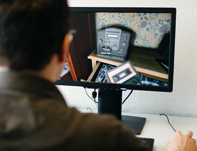 """Einige Versuchspersonen spielten das Computerspiel """"Gone Home"""", bei dem das Storytelling im Mittelpunkt steht. (Foto credit: Sandra Meyndt/Universität Freiburg)"""