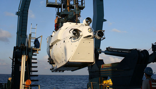 Forschungsschiff Atlantis mit U-Boot Alvin (Image copyright: Andrea Nussbaumer).