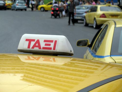 """Ein Athener Taxifahrer-Experiment zeigt: """"Je mehr man weiß, desto weniger zahlt man."""" Image credit: Bobby Hidy (Source: Flickr)"""