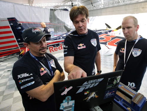 Chambliss works with Microsoft Research engineers Michael Zyskowski, left, and Rick Rogahn, right, to come up with the best route to use during the Red Bull Air Race competition. Image credit: Microsoft