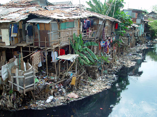 An example of urban poverty in this slum in Jakarta, Indonesia. Photo credit: Jonathan McIntosh (Source: Wikipedia))