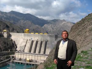 Kurp-Sai Staudamm am Naryn in Kirgisistan: für manche Besucher ein Motiv für Erinnerungsfotos Foto credit: Jeanne Féaux de la Croix