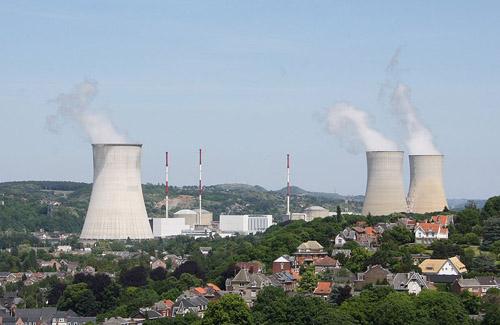 Kernkraftwerk Tihange. Photo credit: Hullie (Source: Wikipedia)