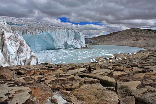Hauptgründe für den Anstieg des Meeresspiegels sind schmelzende Gletscher und Eisschilde sowie die Ausdehnung des sich erwärmenden Ozeanwassers. (Photo credit: Edubucher, Source: Wikipedia)