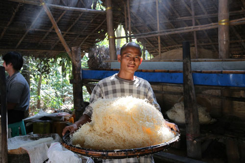 Yar Kode works at the noodle snack factory started in Myanmar by Win Win Soe with the help of a microfinance loan. Such loans can help stimulate local economies in emerging markets. Photo credit: Microsoft