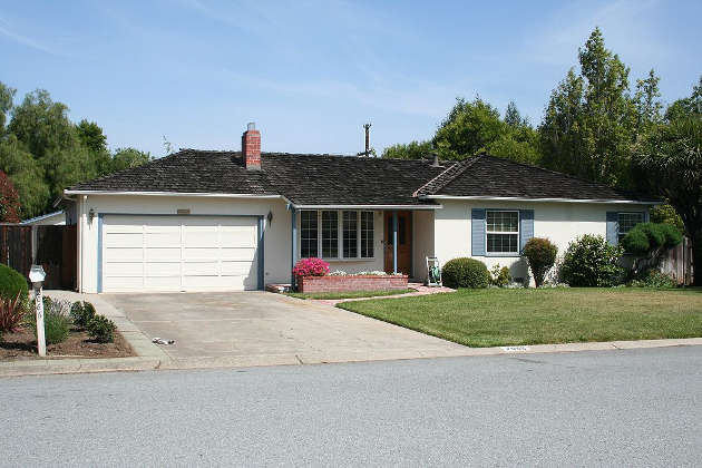 Childhood home of Steve Jobs in Los Altos, California that served as the original site of Apple Computer. The home was added to a list of historic Los Altos sites in 2013. Image credit: Mathieu Thouvenin  (Source: Wikipedia)