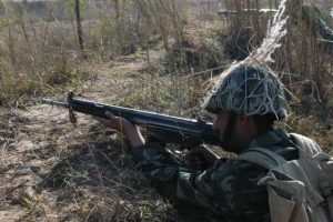 A soldier of Pakistan army in combat position. Photo credit: Pakistan Armed Forces (Source: Wikipedia)