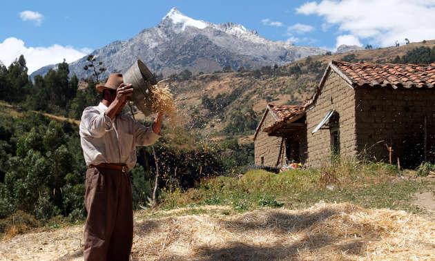 Kleinbauer in der Quebrada Shallap in einem Seitental des Callejón de Huaylas in den peruanischen Anden. (Foto credit: Katrin Singer)