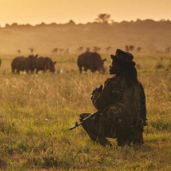 Rangerin auf Abendpatrouille. Image credit: © Jonathan Caramanus / Green Renaissance / WWF