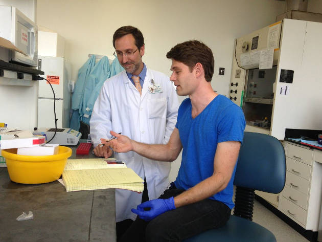 Dr. Antoni Ribas (left) with lab team member and study first author Jesse Zaretsky.  Photo credit: UCLA Jonsson Comprehensive Cancer Center