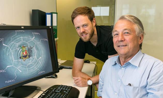 Dr. Florian Widner (li.) und Prof. Bernhard Kräutler vom Institut für Organische Chemie (Image credit: Uni Innsbruck)