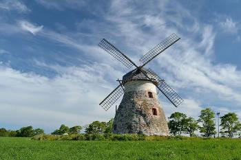 Windmill. Photo credit:Ivar Leidus (Source: Wikipedia)